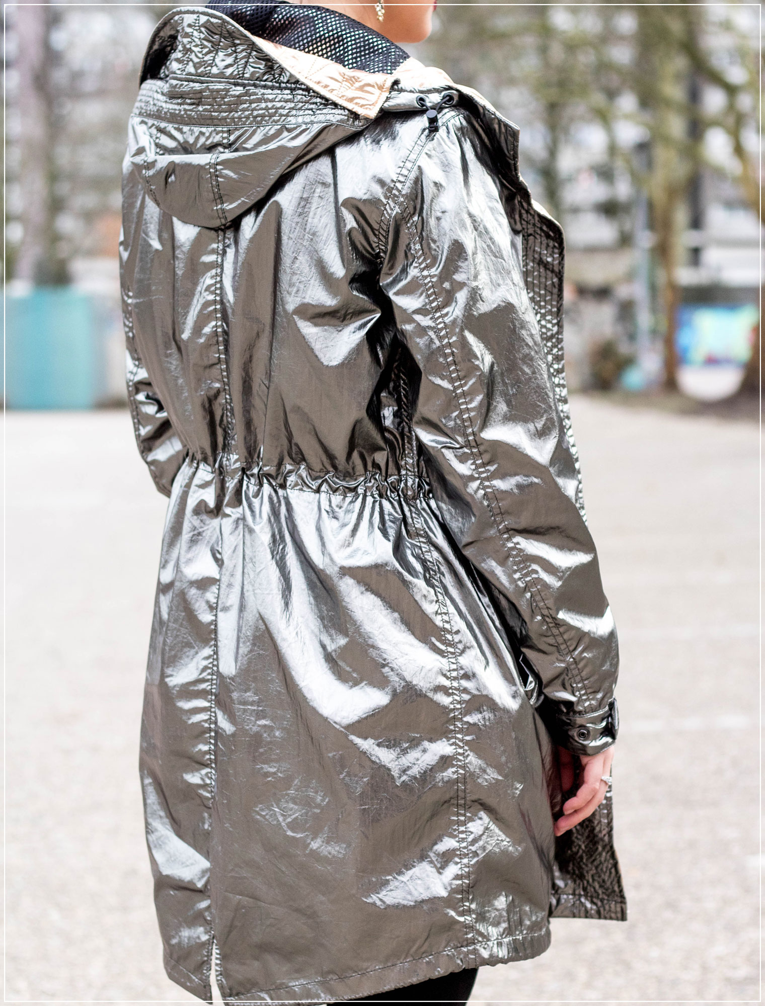 Metallic, Regenjacke, Huelle gestalten, Regenmangel, Springstyle, Frühlingslook, Übergangsjacke, Modebloggerin, Frühlingsoutfit, Fashionbloggerin, Modeblog, Ruhrgebiet