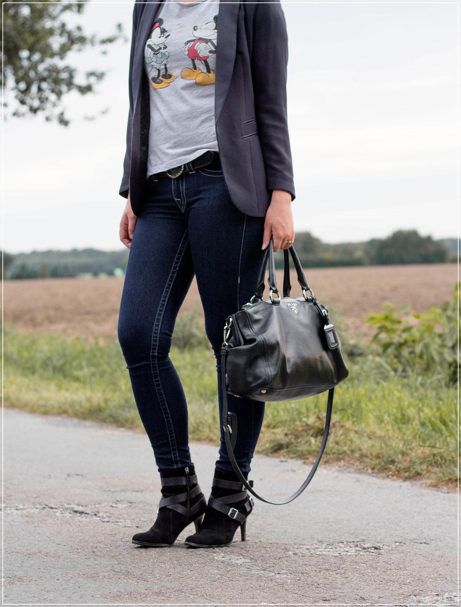 Logo-Shirt, Disney-Fashion, Logo-Print, Alltagslook, Modetrend, Styleguide, Outfitinspiration, Modebloggerin, Fashionbloggerin, Modeblog, Ruhrgebiet