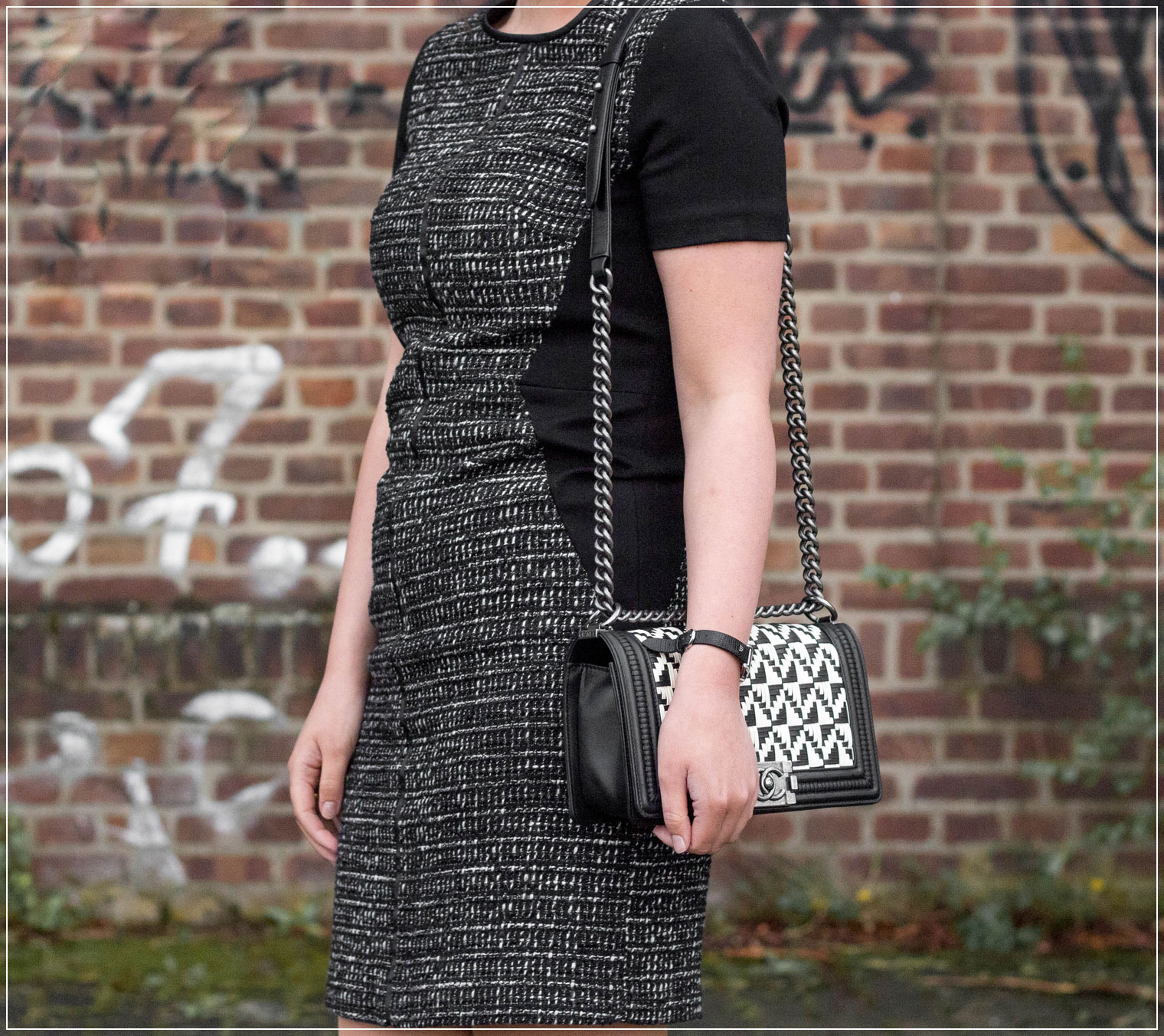 Chanel Boy Bag, Outfit mit Chanel Boy Bag, Tweedkleid kombinieren, Modeklassiker, Spring Style, Outfitinspiration, Modebloggerin, Fashionbloggerin, Modeblog, Ruhrgebiet