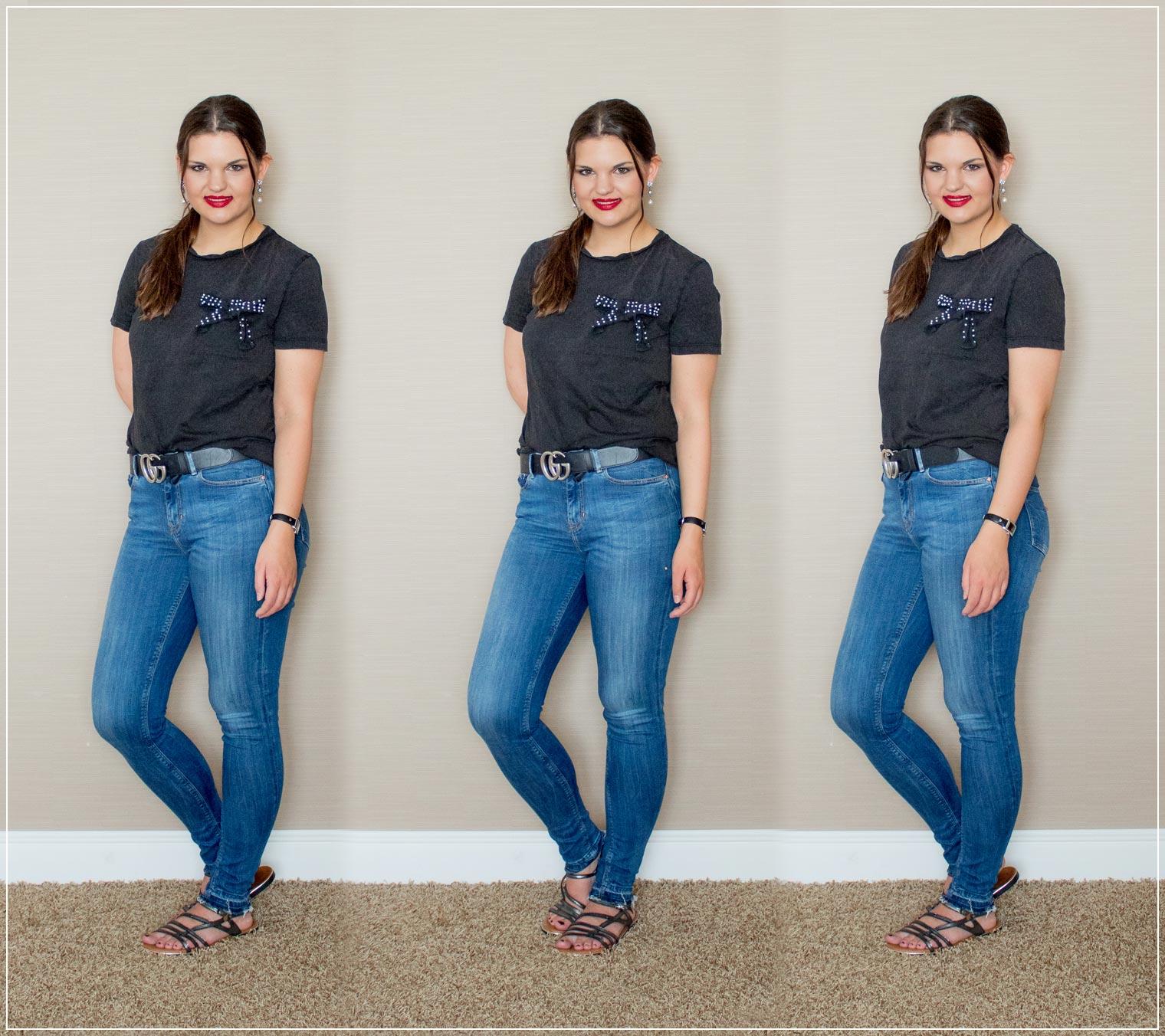 Denimlook mit T-Shirt und Statementguertel