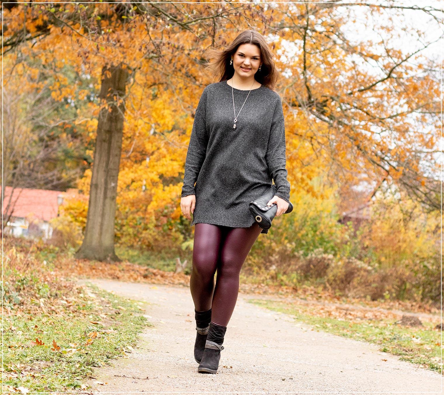 Herbstlook aus Lederleggings und Wollpullover