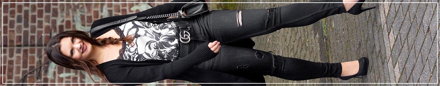 Modeinspiration Herbstlook aus Satin-Top und Ripped Jeans
