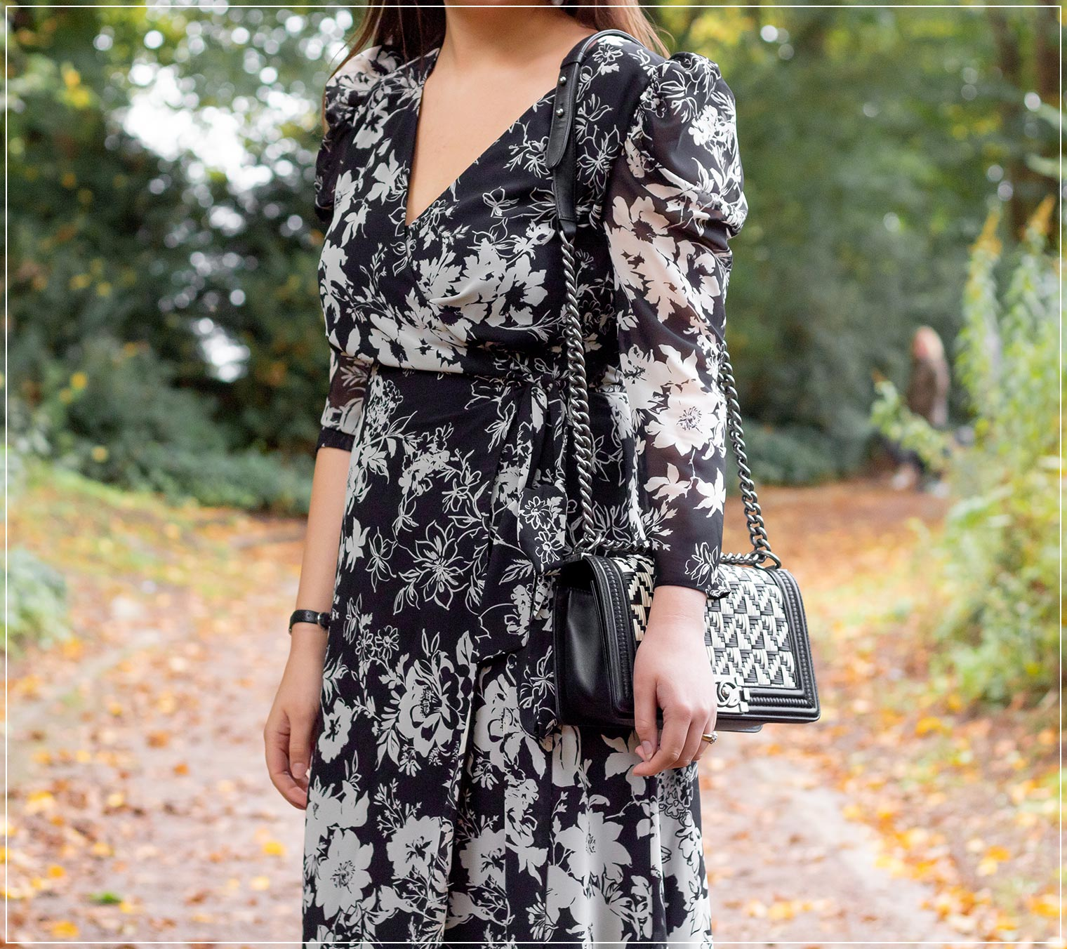 Wickelkleider im Herbst stylen