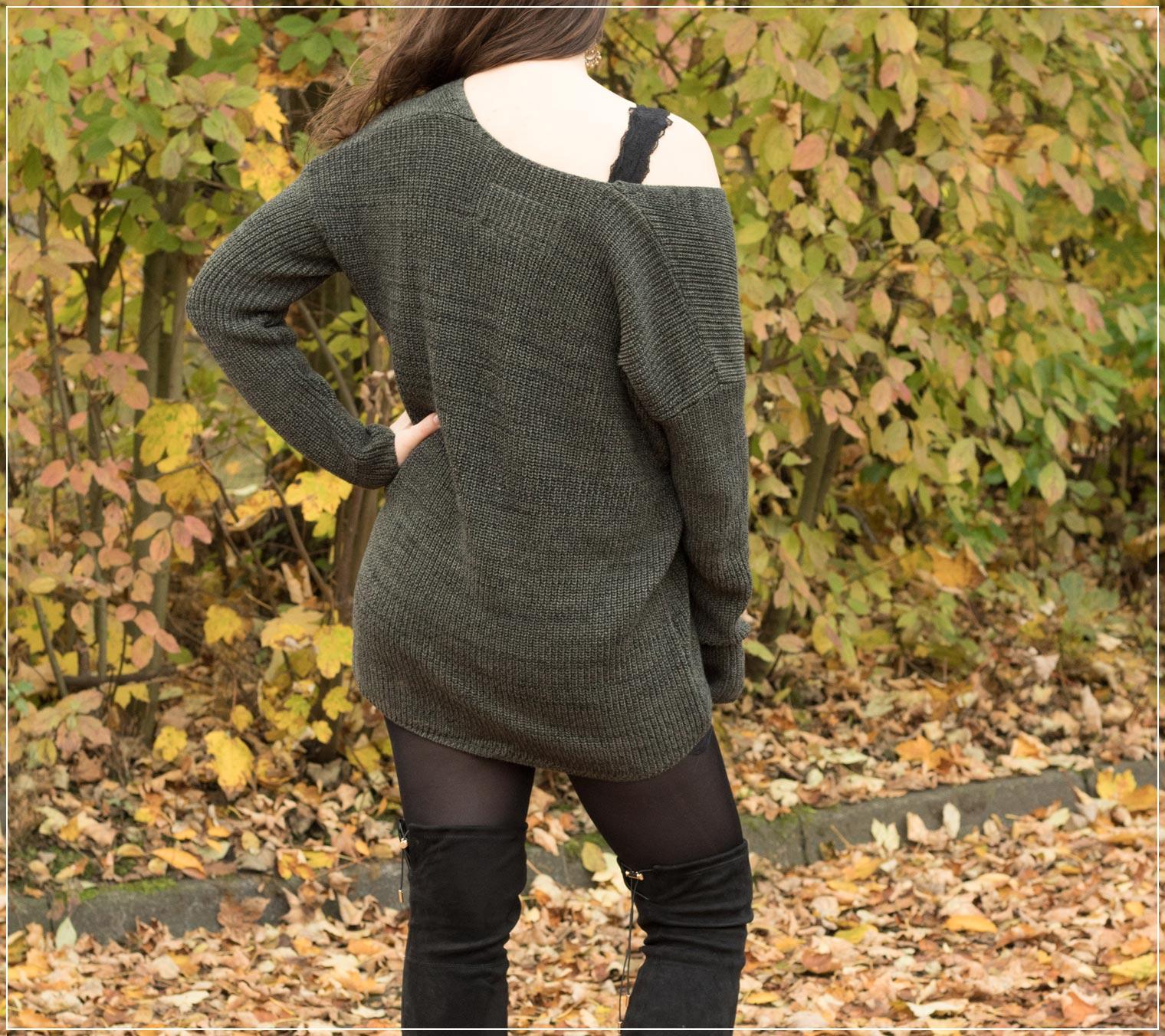 Strickpullover mit Overknees im Herbst