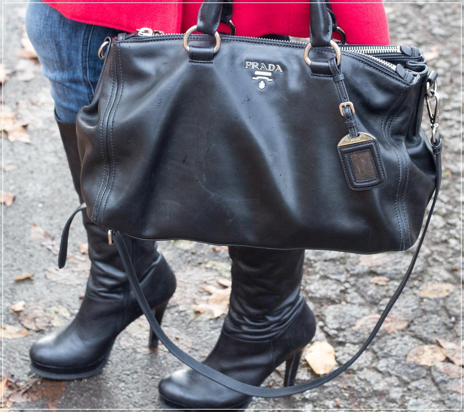 Klassische schwarze Designertasche zum Wintergewand