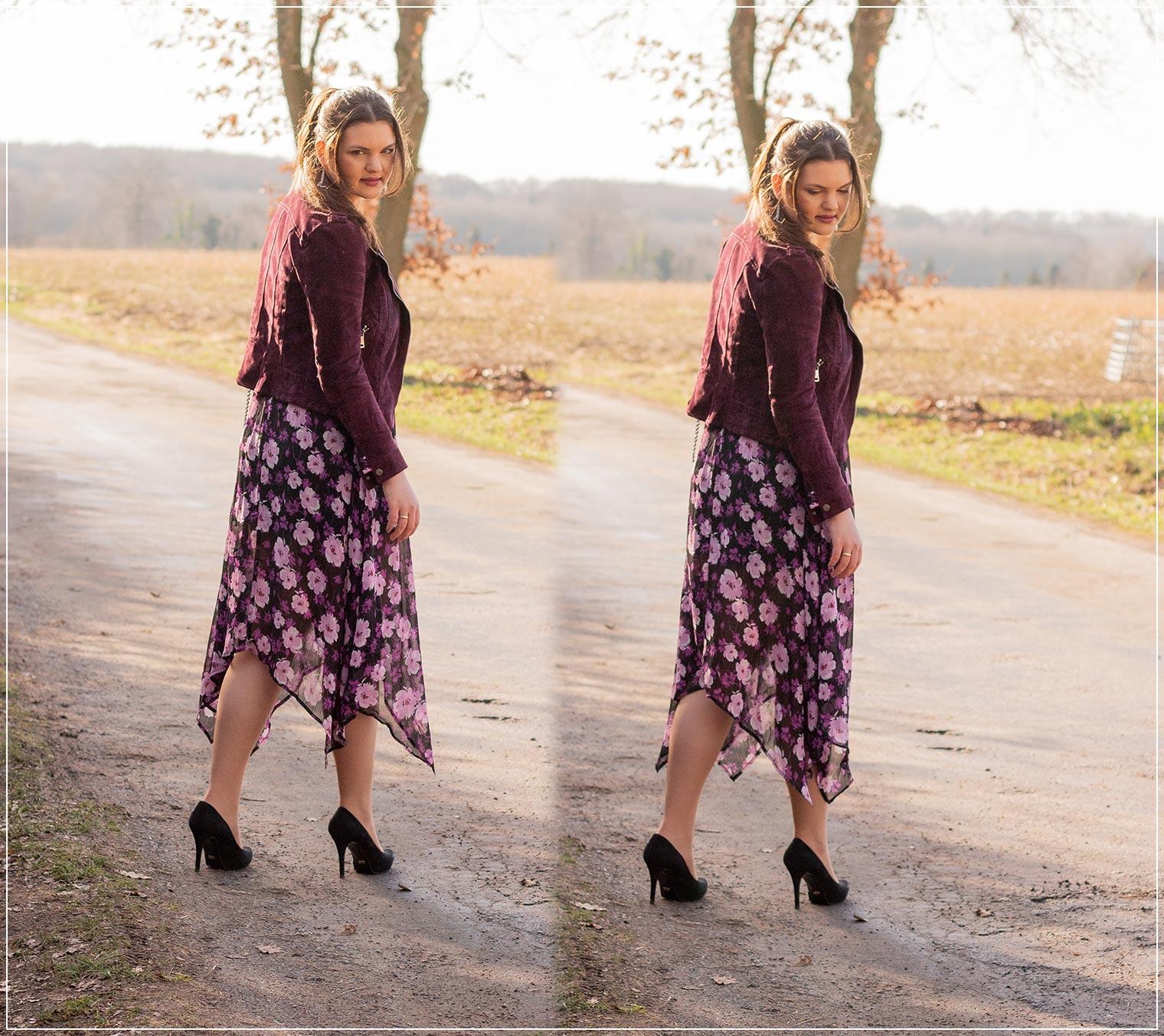 blumiger Frühlingslook in lila aus Midikleid und Lederjacke stylen