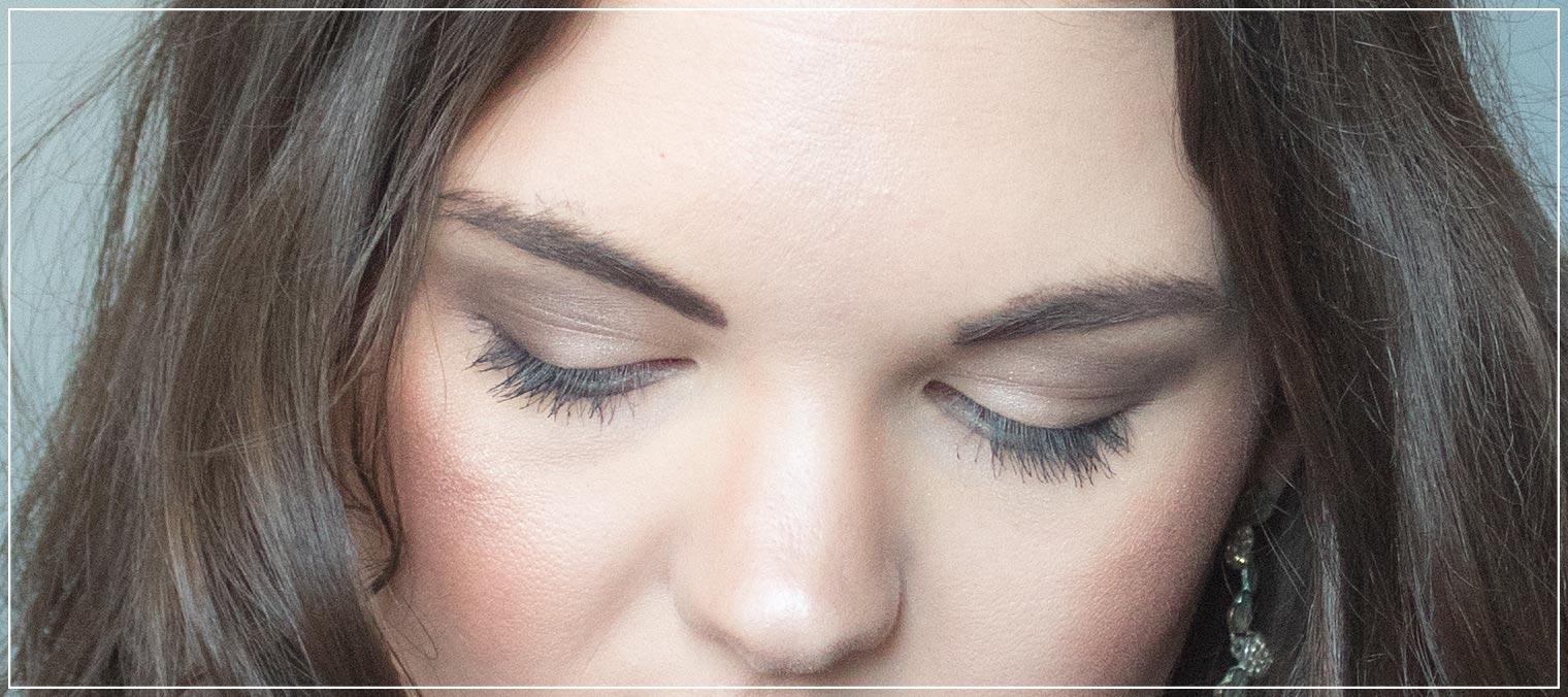 Augen-Make-Up und Hairstyle Valentinstag Datenight
