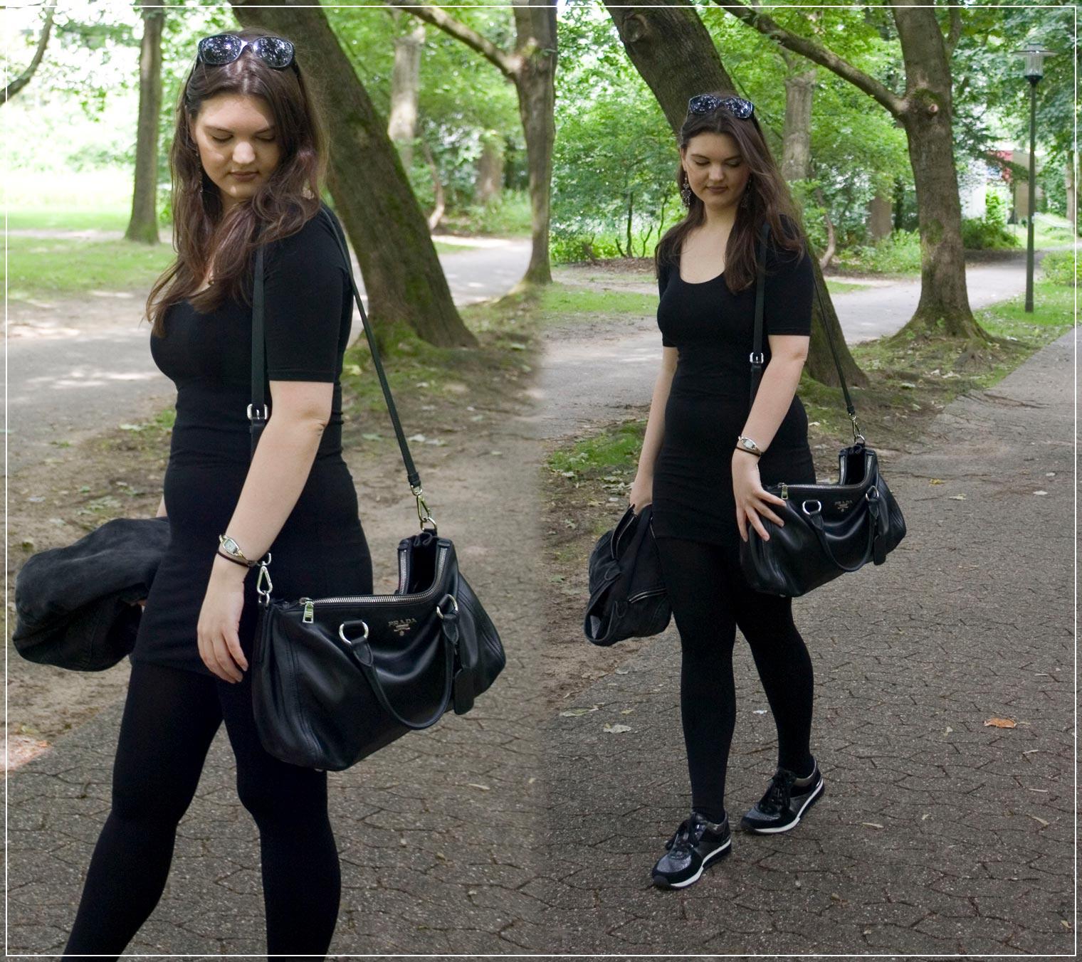 sportliches Outfit aus Kleid, Sneaker und Jeansjacke