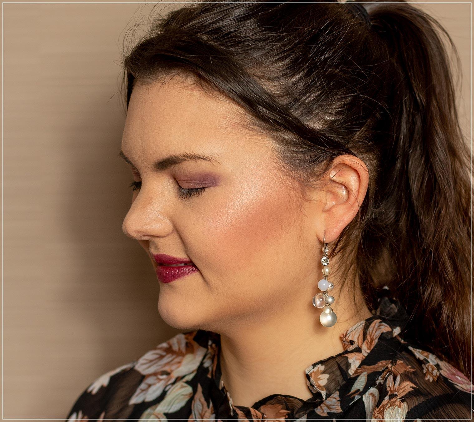Rosafarbenes Wangen-Make-Up