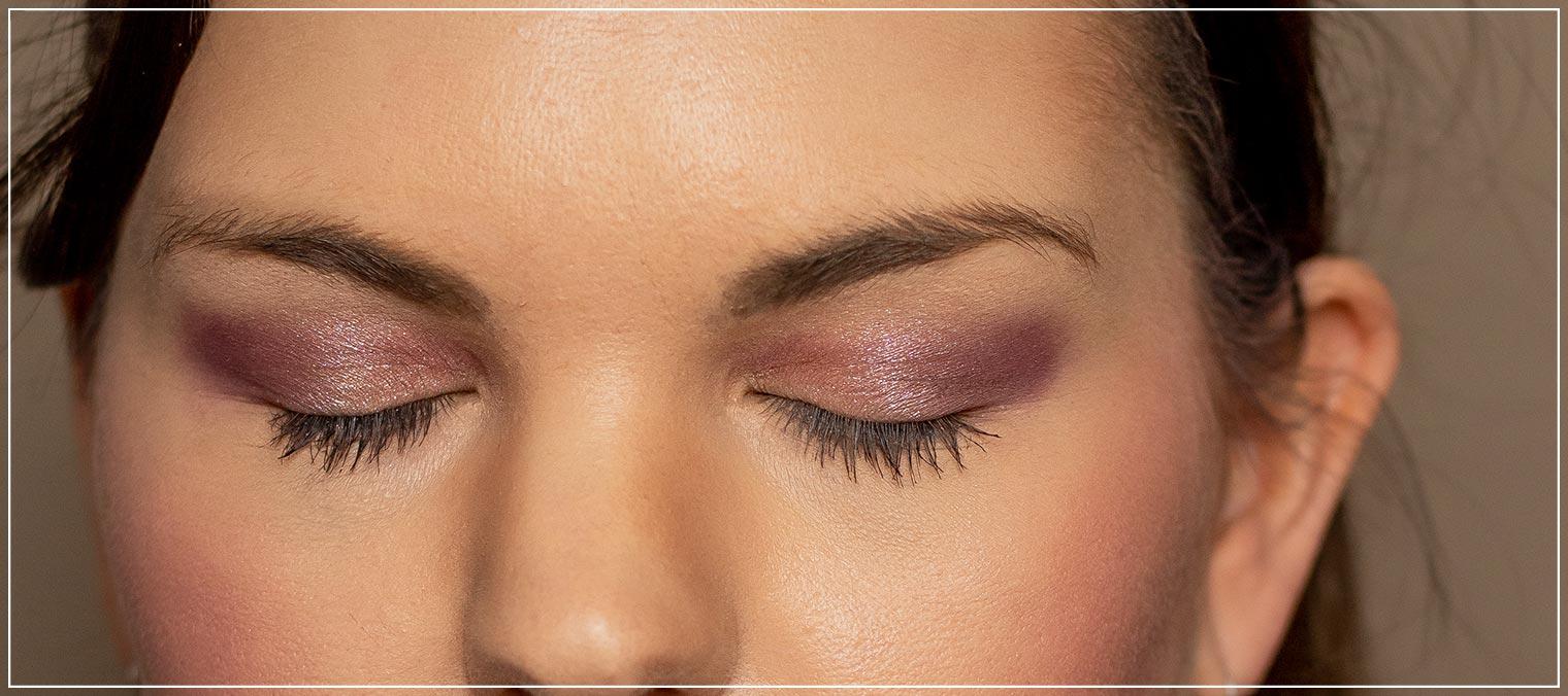 fliederfarbenes Augen-Make-Up mit metallischen Glanz