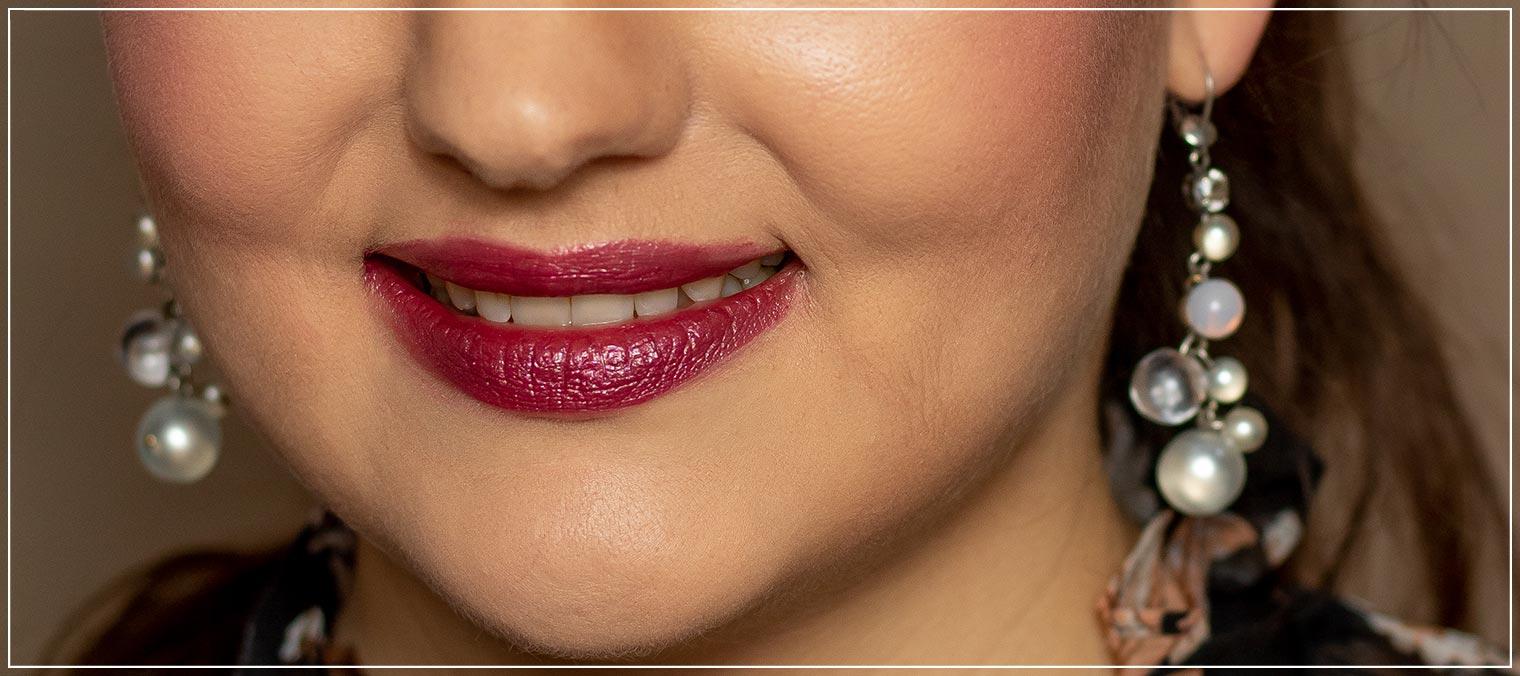 fliederfarbener Lippenstift mit Glanz