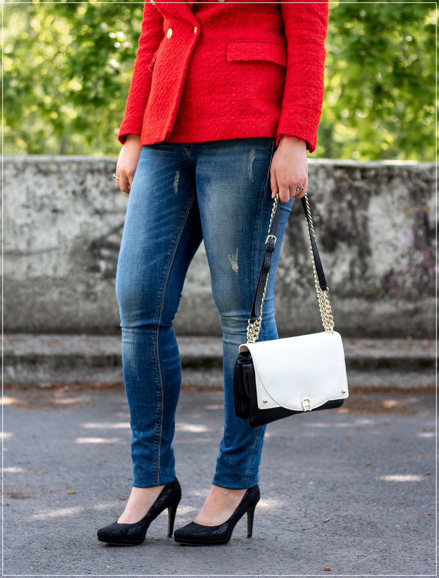 Jeans kombiniert mit Blazer und Pumps