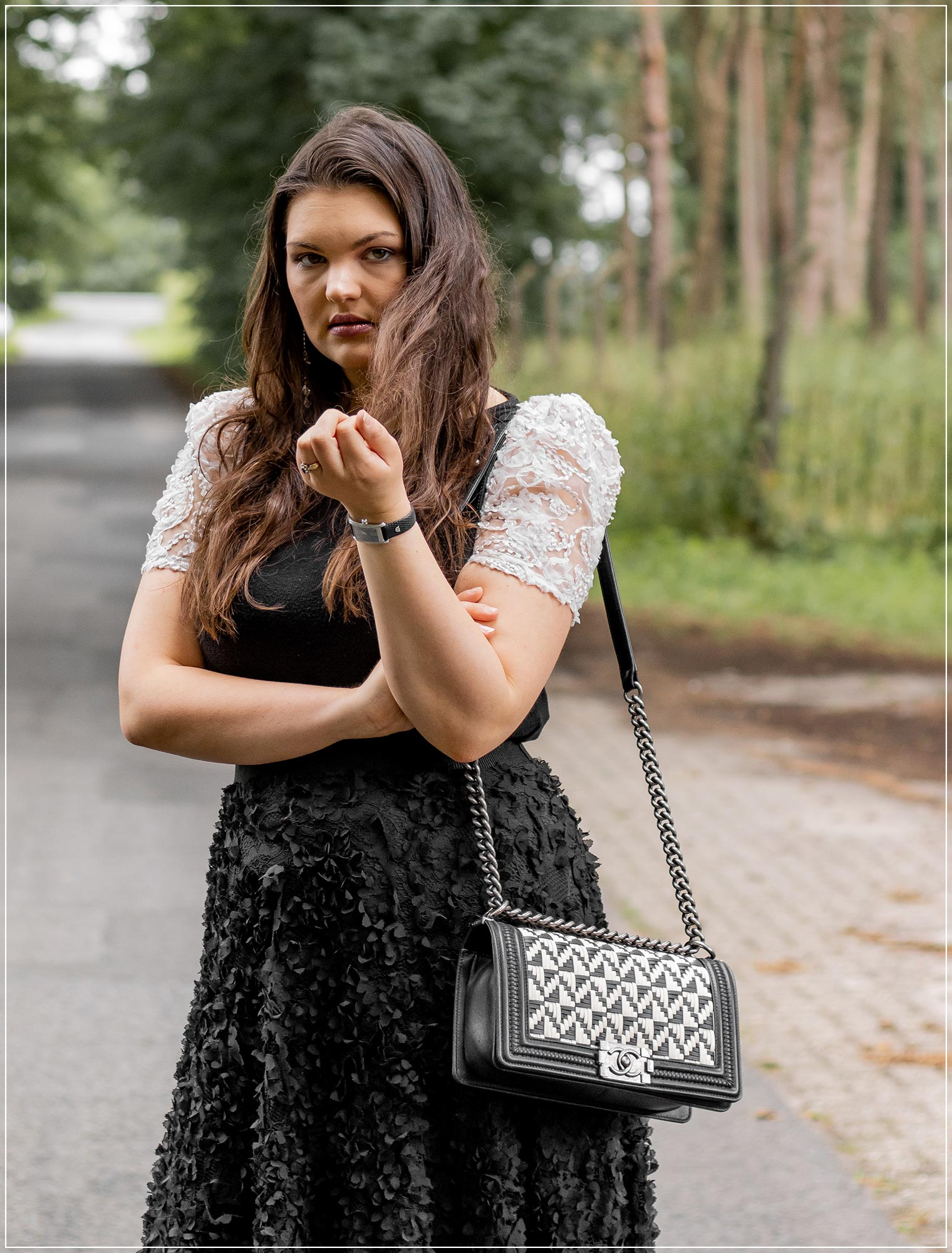 eleganter Sommerlook Black and White Look mit 3D-Spitze